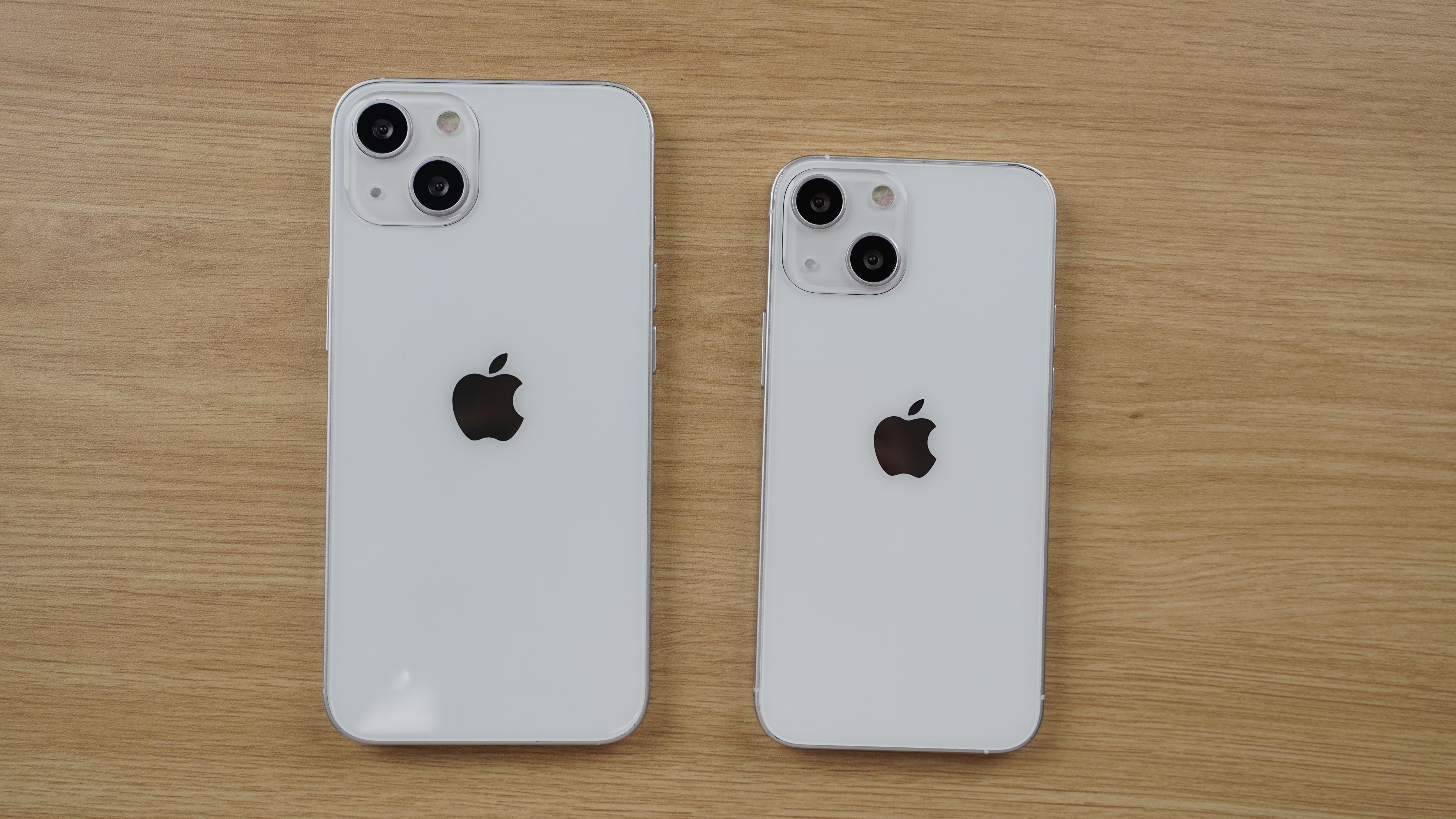 Cận cảnh mô hình 4 chiếc iPhone 13 tại Việt Nam - 4