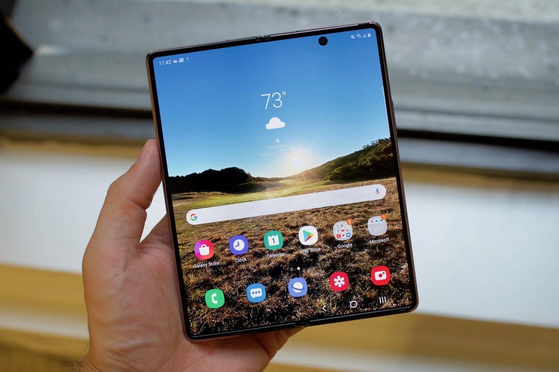 Loạt smartphone cao cấp đang giảm giá cả chục triệu đồng tại Việt Nam - 1
