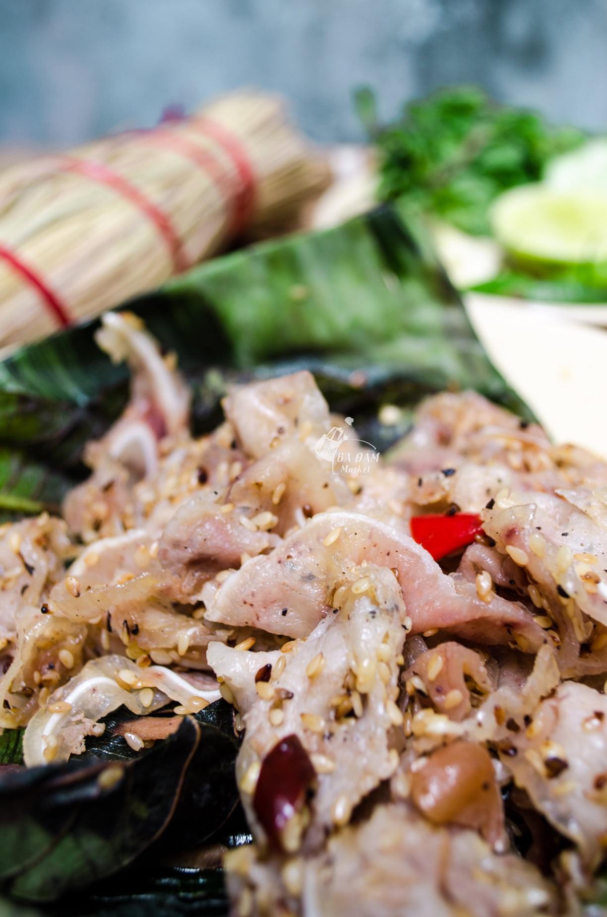 Món ăn miền Trung có tên gọi lạ, gói trong rơm khô hút khách sành ăn - 2