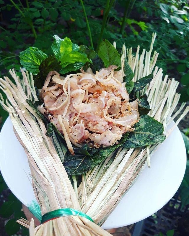 Món ăn miền Trung có tên gọi lạ, gói trong rơm khô hút khách sành ăn - 4