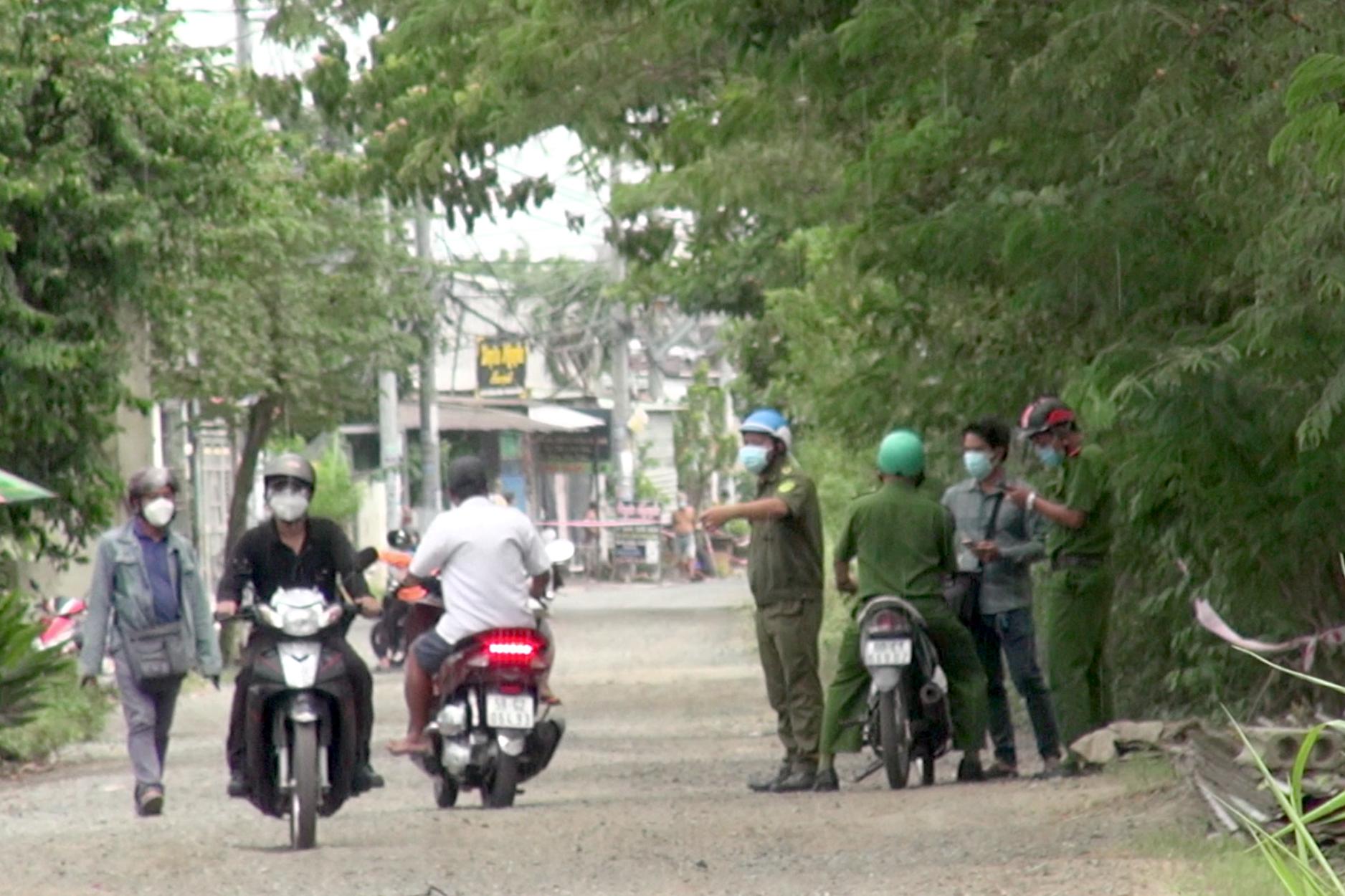 Nhóm thanh niên đuổi nhau bằng xe máy, một người lao xuống kênh tử vong - 1
