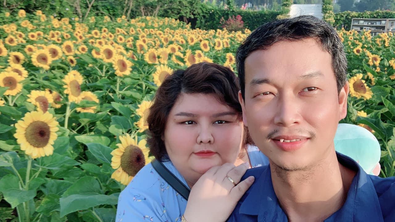 Chuyện tình gây sốt của cặp đôi vợ 140kg, chồng 70kg - 1