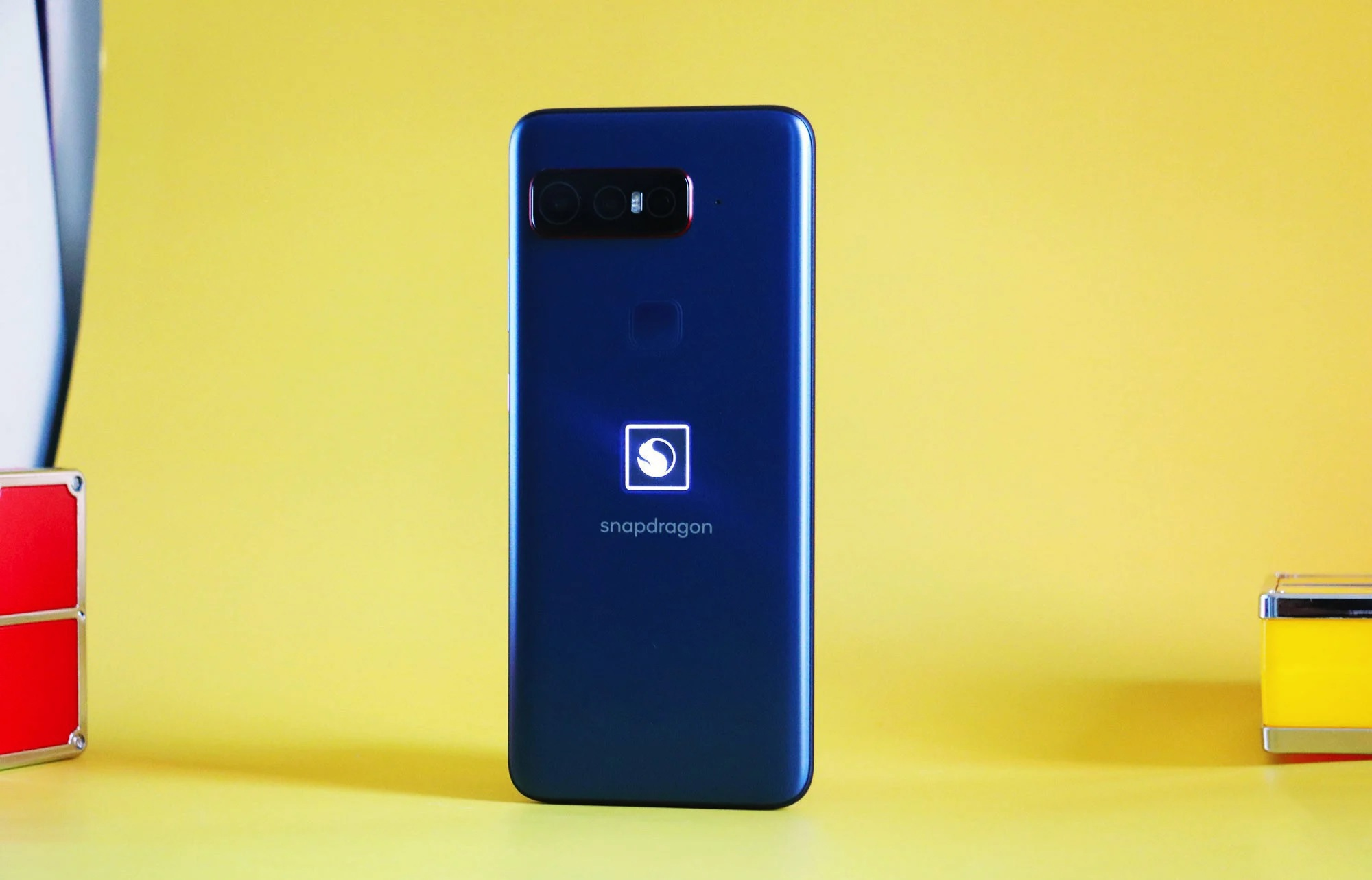 5 mẫu smartphone độc đáo, có tiền cũng khó mua tại Việt Nam - 5