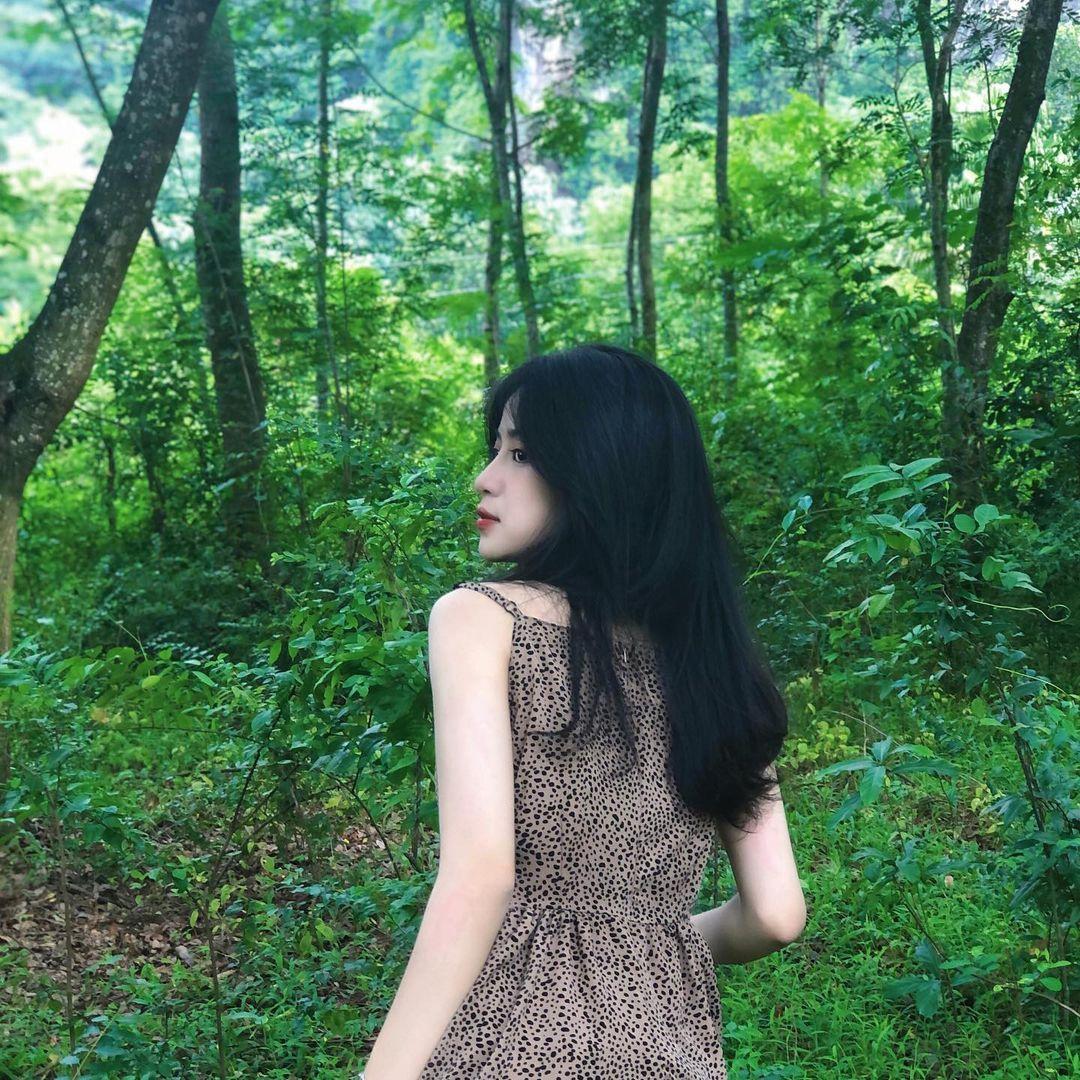 Nữ sinh xứ Thanh bất ngờ nổi tiếng với khoảnh khắc kỷ yếu ngọt ngào - 4