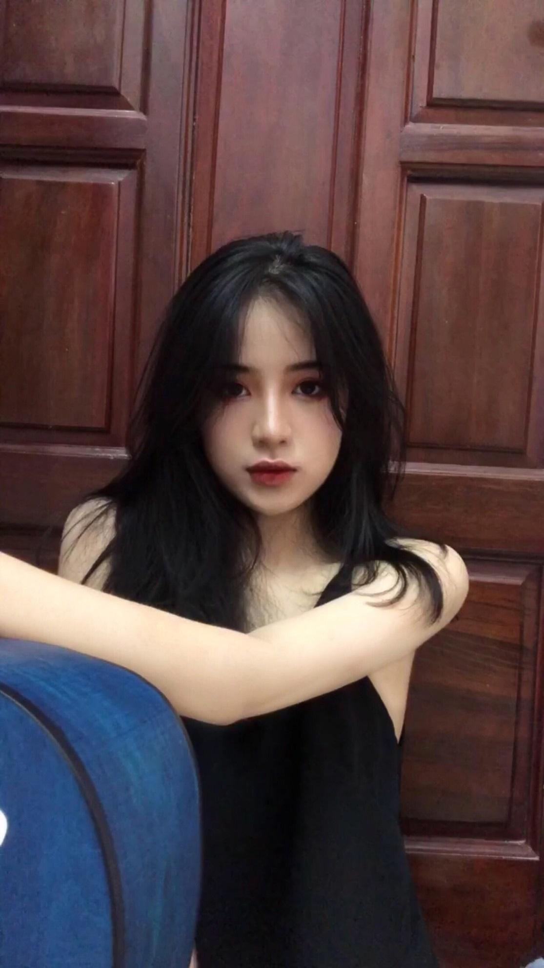Nữ sinh xứ Thanh bất ngờ nổi tiếng với khoảnh khắc kỷ yếu ngọt ngào - 6