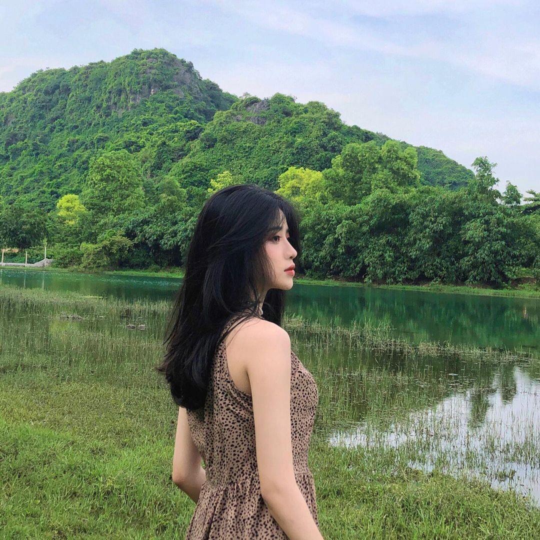 Nữ sinh xứ Thanh bất ngờ nổi tiếng với khoảnh khắc kỷ yếu ngọt ngào - 7
