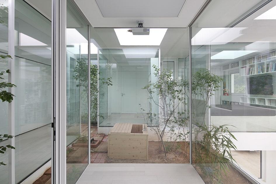 Ngôi nhà có cách giấu đồ nội thất dọc hành lang độc đáo - 2