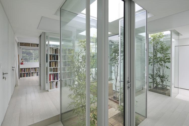 Ngôi nhà có cách giấu đồ nội thất dọc hành lang độc đáo - 5