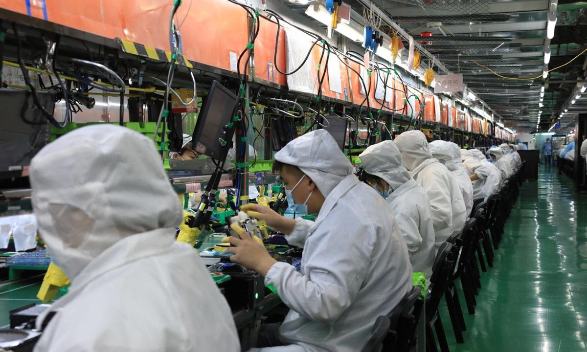 Nơi sản xuất một nửa iPhone của thế giới khát lao động, tăng lương kỷ lục - 1