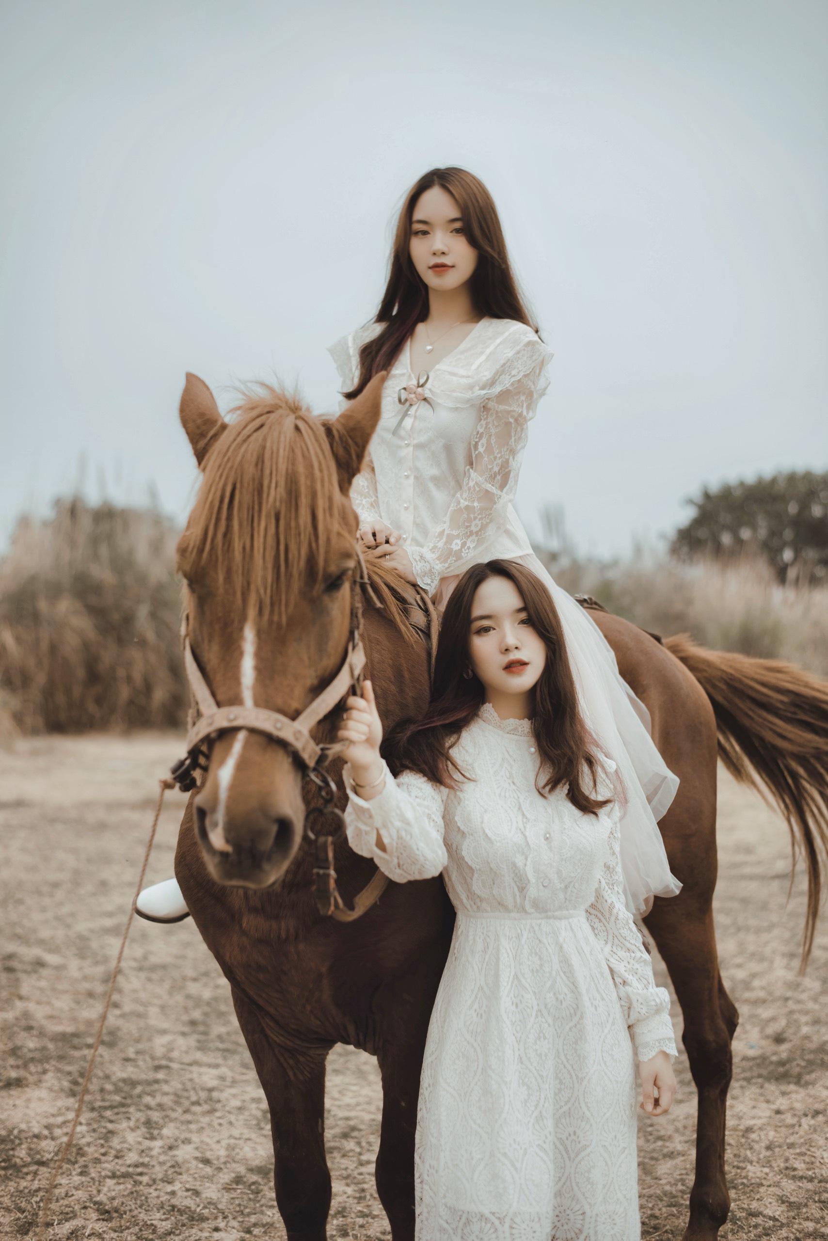 Cặp chị em song sinh Hằng - Nga nổi tiếng ở Đại học Thương mại - 13