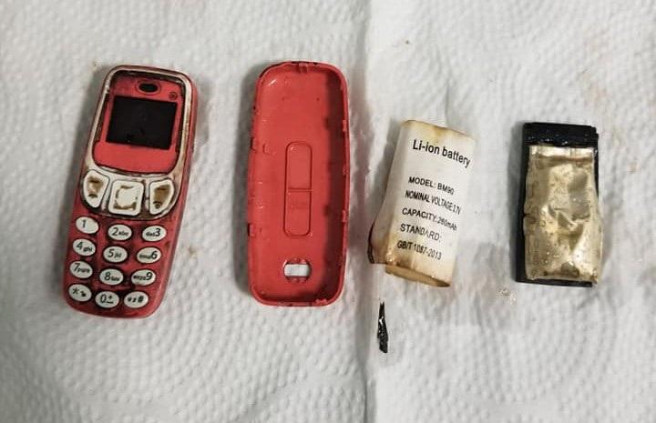 Hy hữu người đàn ông nuốt cả chiếc điện thoại di động vào bụng - 2