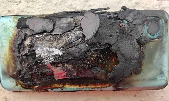 Mới mua hơn 2 tuần, smartphone bất ngờ phát nổ khiến chủ nhân bị thương - 3