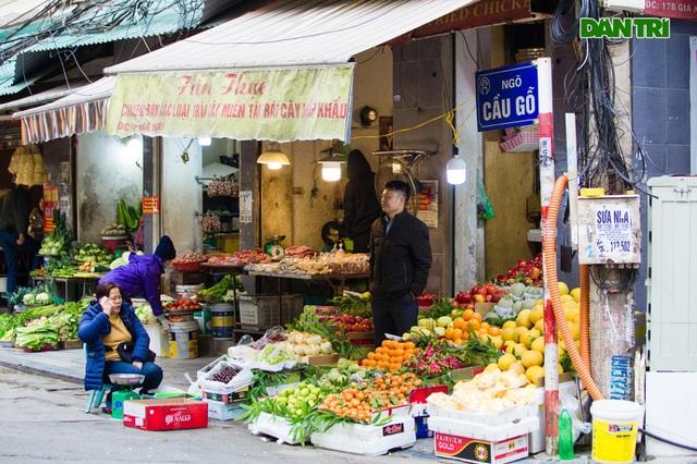 Cảnh vắng vẻ đìu hiu chưa từng có ở khu chợ sắm Tết của nhà giàu Hà Nội - 2
