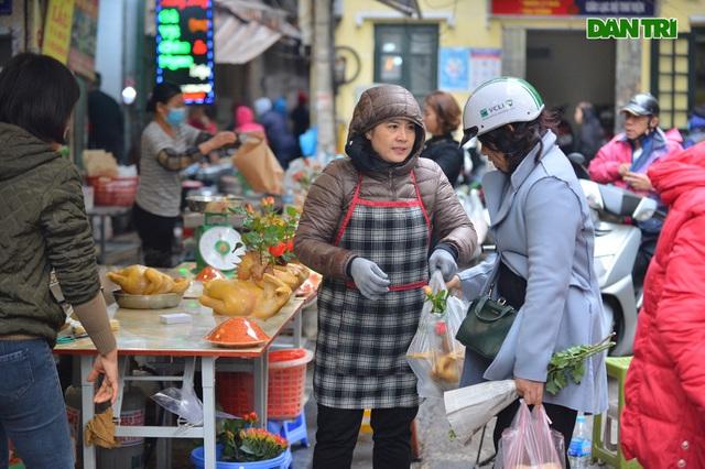 Cảnh vắng vẻ đìu hiu chưa từng có ở khu chợ sắm Tết của nhà giàu Hà Nội - 6