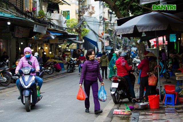 Cảnh vắng vẻ đìu hiu chưa từng có ở khu chợ sắm Tết của nhà giàu Hà Nội - 10