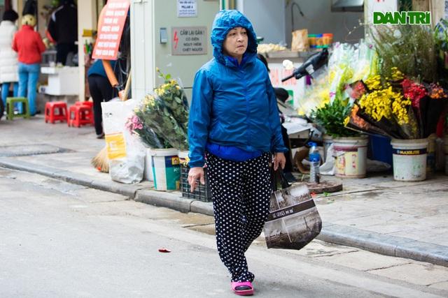 Cảnh vắng vẻ đìu hiu chưa từng có ở khu chợ sắm Tết của nhà giàu Hà Nội - 11