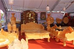 Chiêm ngưỡng bộ bàn ghế 'khủng' bằng ngọc quý ở Ninh Bình