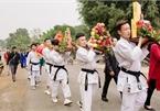 Đội bê tráp mặc trang phục võ thuật trong đám hỏi xứ Nghệ gây 'sốt'