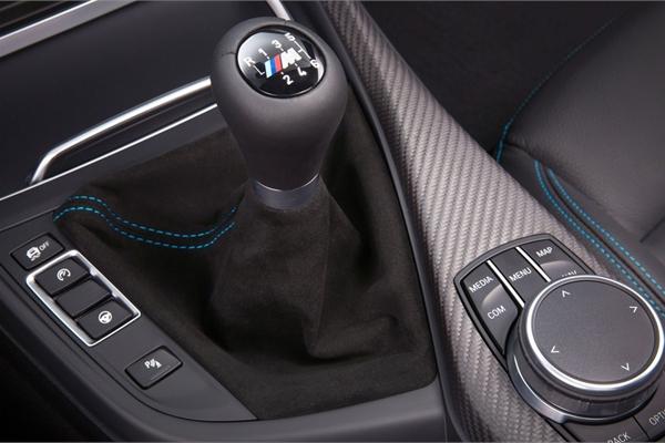 Vỡ động cơ xe BMW vì sang nhầm số