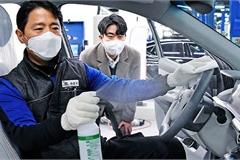 """Mua ô tô mùa dịch Covid-19 - Trải nghiệm sự """"sạch tinh"""""""