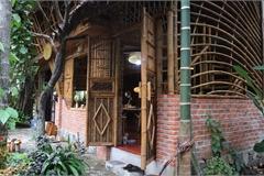 Ngôi nhà độc đáo làm bằng tre và dừa ở Hội An