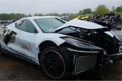 Kì lạ chiếc Corvette rách bươm sau tai nạn được rao bán đắt hơn xe mới