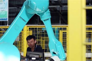 Đốt hàng triệu USD sản xuất robot, Apple nhận ra con người làm vẫn tốt hơn
