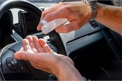 Nước rửa tay khô để trong ô tô dưới trời nắng có thể gây cháy xe