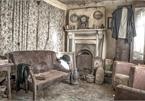 Ngôi nhà bỏ hoang, bên trong toàn đồ cổ phủ bụi
