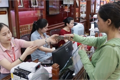Hà Nội: Đổ xô đi bán vàng kiếm lời sau khi vàng tăng cao kỷ lục