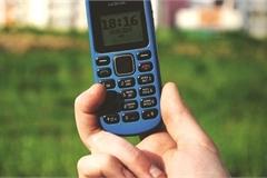 """Vị tỷ phú vẫn dùng điện thoại """"cục gạch"""" dù sở hữu khối tài sản 2,2 tỷ USD"""