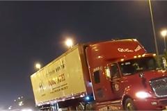 Container bất chấp pháp luật, chạy lùi trên đường Võ Nguyên Giáp