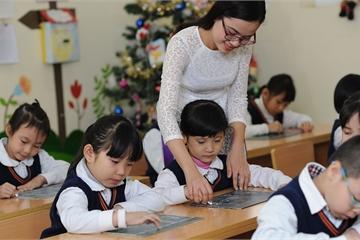 """Cấm phê bình học sinh trước lớp: Giáo viên bị tước """"công cụ"""" giáo dục?"""