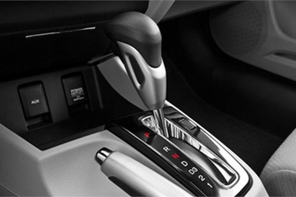 Đỗ xe số tự động đúng cách: Về P rồi kéo phanh tay hay ngược lại?