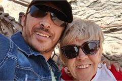 Chàng 36 tuổi cưới vợ 81 tuổi: 'Sẽ yêu nữ hoàng của tôi đến hết đời'