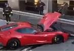 Giao chìa khóa cho thợ rửa xe, chủ siêu xe Ferrari nhận cái kết đắng