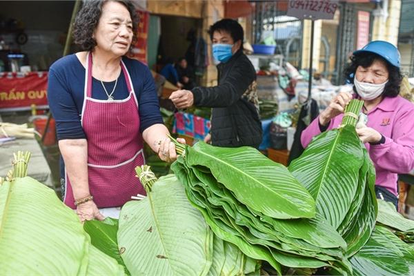 Phiên chợ họp ngày cuối năm, chỉ bán lá dong rừng, lạt tre ở Hà Nội