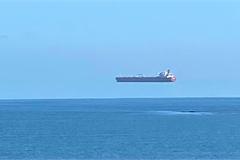 """Bức ảnh """"con tàu bay"""" khiến dân mạng tranh cãi, có phải tác phẩm Photoshop?"""