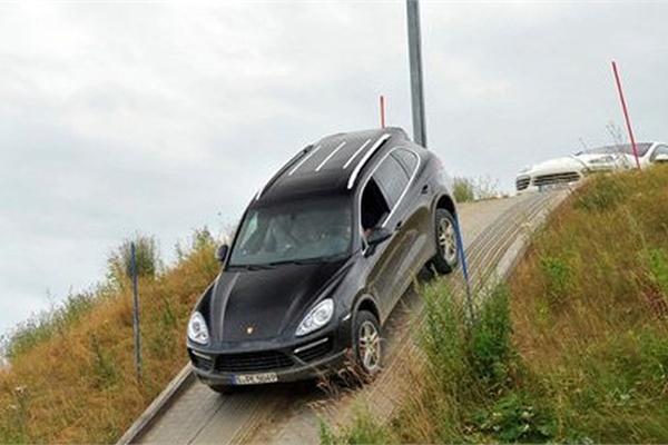 Lái ô tô leo dốc và đổ đèo an toàn - Kỹ năng mọi tài xế cần nắm