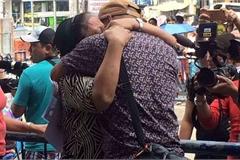 Cuộc đoàn tụ đẫm nước mắt của người con thất lạc mẹ 30 năm