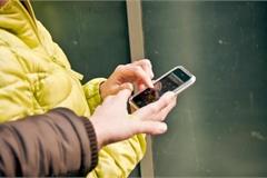 Tên cướp điện thoại trả lại thiết bị cho nạn nhân vì lý do bất ngờ
