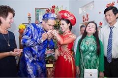 Kỹ sư người Anh 'say nắng' cô gái Việt, vượt đại dương để cầu hôn