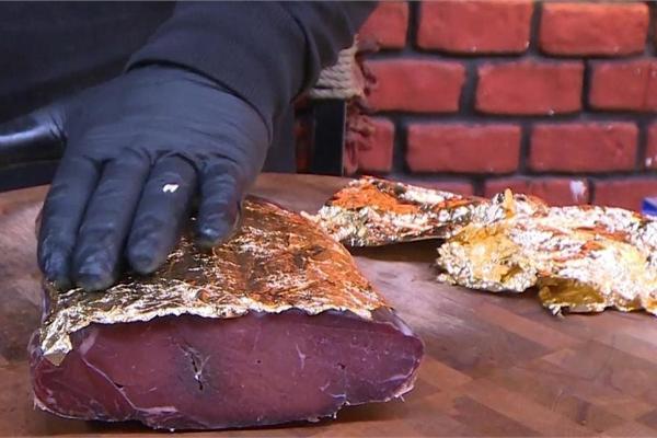 Món thịt bò 'bọc' vàng, ăn một miếng mất cả gia tài
