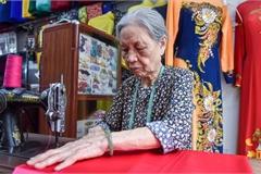 Tiệm áo dài 4 đời được trả 400 cây vàng mà không bán của cụ bà 81 tuổi