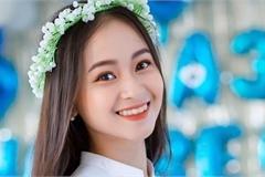 Nữ sinh Quảng Bình xinh xắn, hát dân ca 'ngọt như mía lùi'