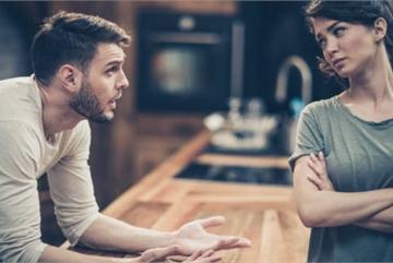 Chồng yêu cầu ly hôn nhưng vẫn muốn vợ cũ làm 'bạn tình'