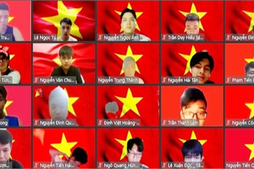 Lớp học online đồng loạt để hình nền lá cờ Tổ quốc nêu cao tinh thần chống dịch