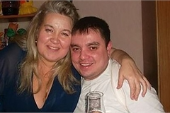 Chồng qua đời vì bị vợ hơn 100 kg… ngồi lên cổ