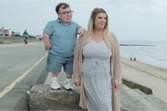 Cặp đôi 'chồng lùn vợ cao' lập kỷ lục Guinness thế giới