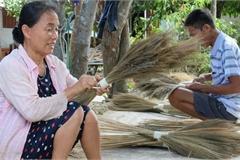 Về Hà Ân xem nghề làm chổi đót có tuổi đời hàng trăm năm